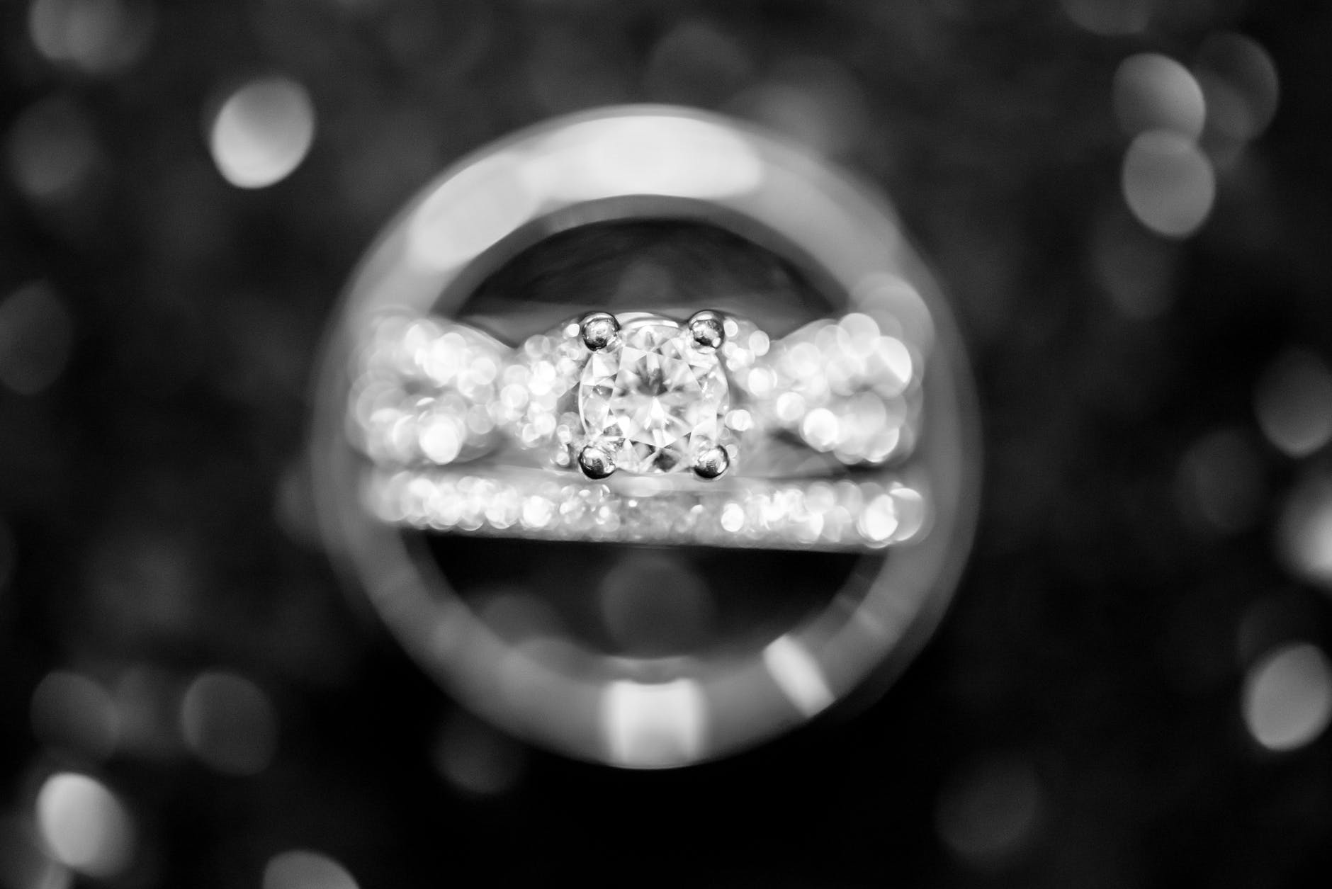 Through the Looking Glass – What to Look for in a Diamond